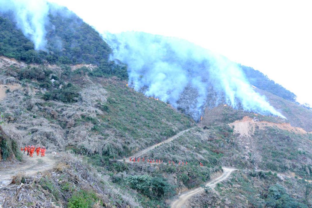 省应急管理厅调动专业森林消防队火速增援火场.png