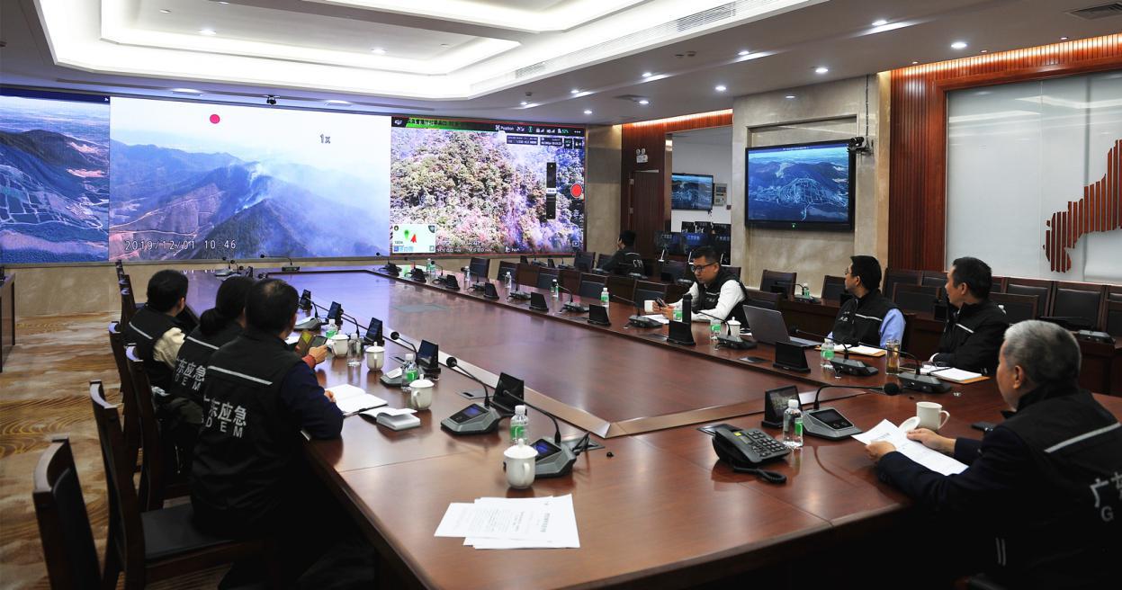 省应急管理厅视频连线现场指挥部和火场1.png
